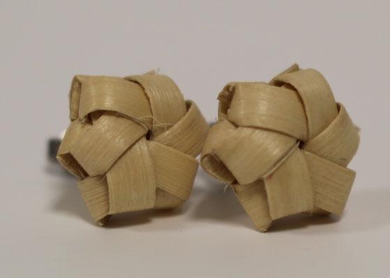 またたび工房癒里(ゆとり)で制作した、またたびを編み組んだピアスです。 発送は2019年5月以降となります。定価1500円(税込)