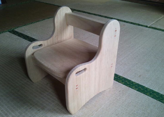 木工房MEGURO制作の子ども用椅子です。 ※定価16200円(税込)
