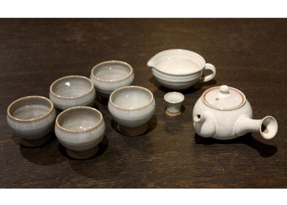 煎茶椀5客揃、急須、手付き湯冷まし、急須の蓋置きのセットです。 ※定価13662円(税込)