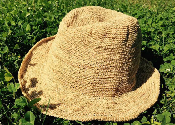 昭和村のからむし織のセットです。 発送は2019年4月以降となります。 ※定価 からむし帽子16000円 からむし手編みショール13000円(税込)