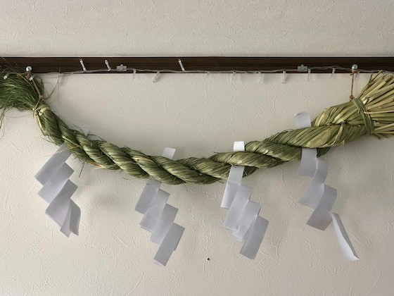 初発神社の氏子総代が心を込めてしめ縄をお作りいたします。(12月納品)