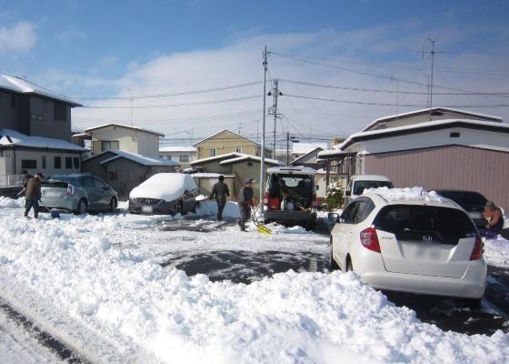 提携先の事業所様の「雪かき」を手伝いました